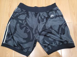 Mens Nike SB Dri-Fit Printed Skate Shorts size Large L Skateboarding Black Gray for Sale in El Monte, CA