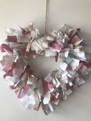 Shabby chic heart rag wreath for Sale in Gardena, CA