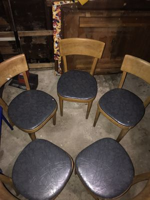 Antique Table and 5 chairs only $130 for Sale in Dearborn Heights, MI