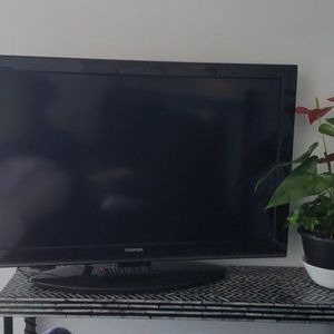 """40"""" Toshiba TV for Sale in Oakland, CA"""