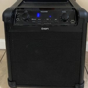 Loud Bluetooth Speaker And Radio for Sale in Beverly Hills, CA