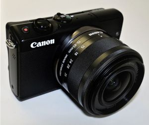 Canon EOS M100 Mirrorless Camera with 15-45mm lens for Sale in Miami, FL