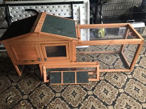 Penn for a small animal,chickens not a good thing,they will grow out of it in a matter of months unless you have a good sized yard.3 pics asking 70 . for Sale in Whitehall, OH