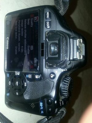 Canon t2i dsl professional camera with 1 old lense for Sale in Dallas, TX