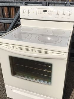 Frigidaire Gallery Convection Oven/Stove. Glass Top for Sale in Vancouver,  WA