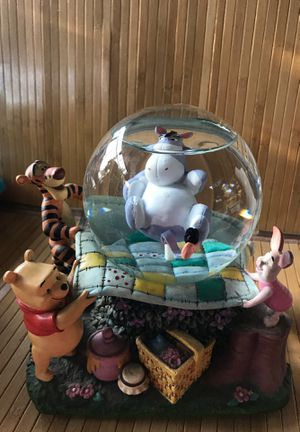 Winnie the Pooh snow globe for Sale in Cottage Grove, OR