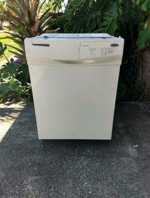 GREAT WHIRLPOOL DISHWASHER for Sale in St. Petersburg, FL