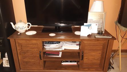 Tv stand with cabnets for Sale in Cambridge,  IL