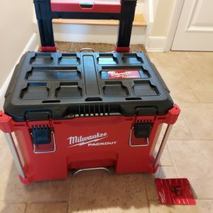 New Milwaukee PACKOUT 22.1 in. Rolling Tool Box Black/Red for Sale in Wakefield, MA
