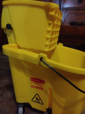 Rubbermaid Commercial Products Wave Brake Bucket for Sale in Phoenix, AZ