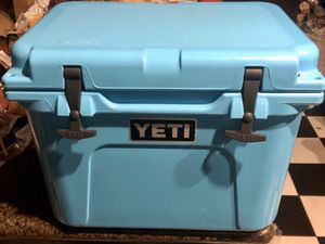 YETI ROADIE 20 cooler blue IGBC Certified bear resistant for Sale in South Gate, CA