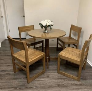 Chic Wood table dining kitchen set four chairs for Sale in Dublin, CA