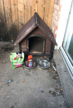 Casa de perro mediana/medium dog house for Sale in Arlington, TX