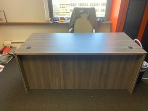 Office Desk & (2) Office Chairs for Sale in North Royalton, OH