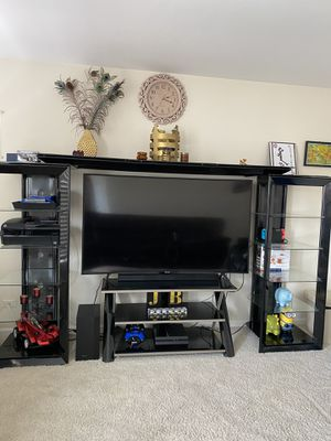 Tv stand entertainment center for Sale in Mundelein, IL