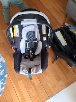 Graco Click Connect Snugride 30 for Sale in Queens,  NY