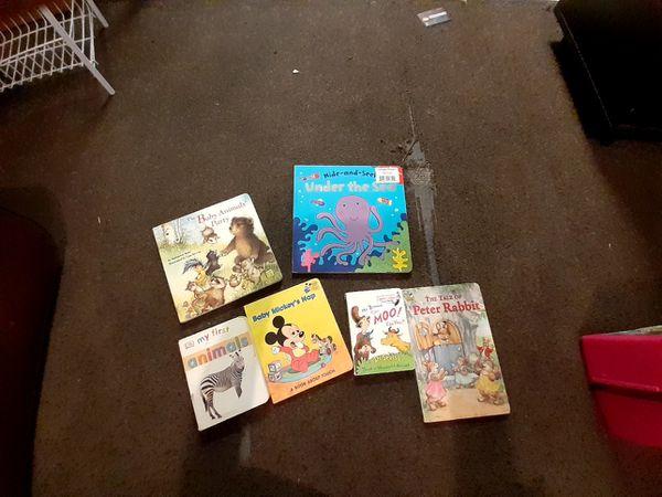 Books pics plus 2 totes