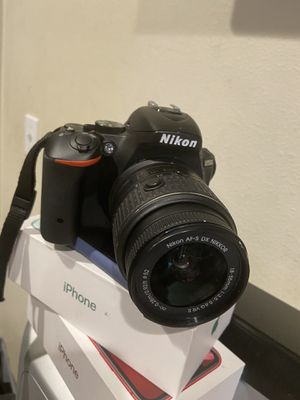 Nikon D5500 camera 18-55mm lense for Sale in Los Angeles, CA