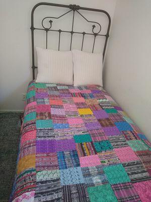 Hermosa cubre cama Guatemalteca for Sale in HILLTOP MALL, CA