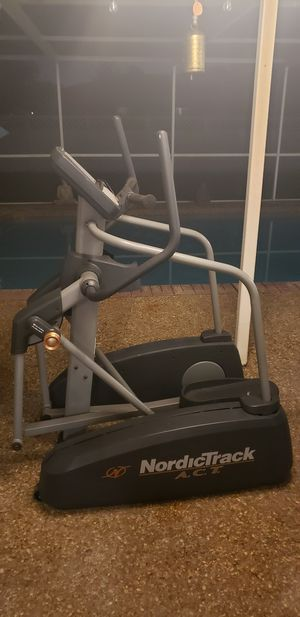 NordicTrack ACT Elliptical for Sale in Pompano Beach, FL