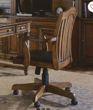 Brookhaven Cherry Tilt Swivel Chair SOLID WOOD AND LEATHER ( FREE DELIVERY 🚚) EXCELLENT CONDITIONS SUPER CLEAN for Sale in North Las Vegas, NV