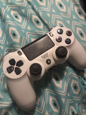Playstation 4 controller white for Sale in Auburn, WA