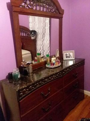 Queen bedroom set for Sale in St. Louis, MO