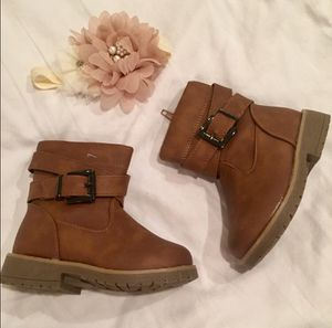 NWOT Toddler Girl Size 5 Tan Boots for Sale in Bountiful, UT