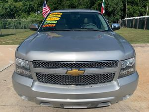Auto parts 2013 Chevy Tahoe ltz for Sale in Pearland, TX