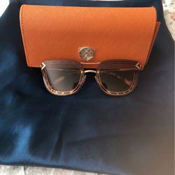 Sunglasses Tory Burch for Sale in Winter Park,  FL