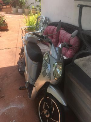 Electric scooter/ bicycle for Sale in Hialeah, FL