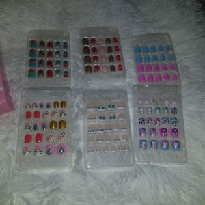 124 Press On Nails For Children.. Safe And Easy New !uñas Para Niñ@s No Glue Needed! for Sale in Carson, CA
