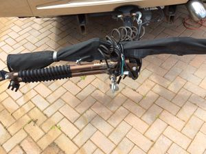 Blue Ox Avail Towbar with Guardian screen protector & safety chains. for Sale in Davenport, FL