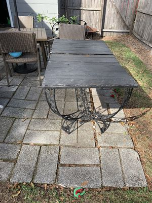 Outdoor table w 5 chairs for Sale in Lakeland, FL
