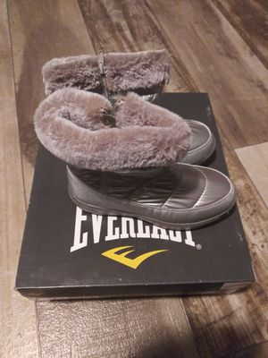 Womens everlast snow boots sz 5 shipping only no pickup for Sale in Ellendale, DE