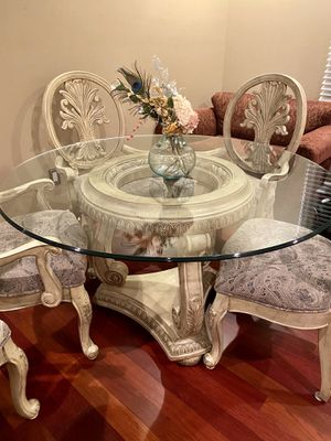 Elegant Round glass top dining room set for Sale in Troy, MI