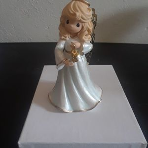 Precious Moments Angel Of Peace Figurine for Sale in Tampa, FL