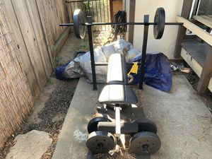 Home gym bench press w weights for Sale in Hayward, CA