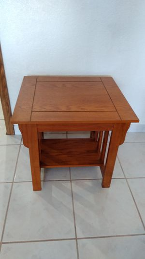 "Solid Wood End Table 20""D x 22""W x 18""H for Sale in Gardena, CA"