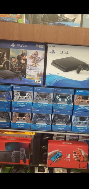 PS4 CONTROLLERS *** MANDOS DE PLAYSTATION 4**** NEW IN BOX **** NU3VOS SIN ABRIR **** BUY SAFE IN MY STORE *** for Sale in Hialeah, FL