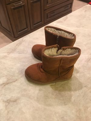 Toddler girl Cute ugg boots sz 10 for Sale in Scottsdale, AZ