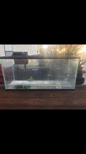 30 GALLON GLASS VISIO fish tank for Sale in Long Beach, CA