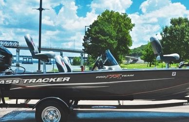 Impeccable Condition🌊 / Bass Tracker Pro 2012 for Sale in Naperville,  IL