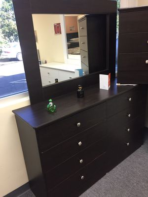 New compressed wood dresser for Sale in Artesia, CA