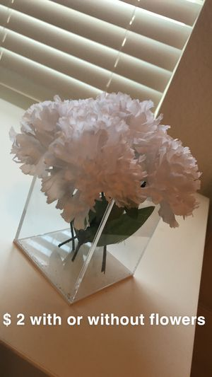 2$ flower vase with or without flowers for Sale in Tampa, FL