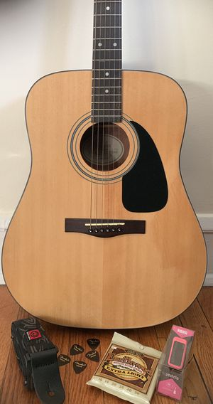 Fender DG-8 acoustic dreadnought guitar with starter accessories! for Sale in Chicago, IL