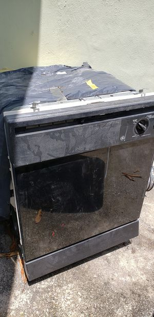 Used GE dishwasher very good condition slightly used and only asking 125. Please be prepared to pick it up for Sale in Oakland Park, FL