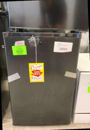 Hisense Mini Fridge 🥶❄️ RR27D6ABE 2.7 C LX1 for Sale in Buena Park, CA