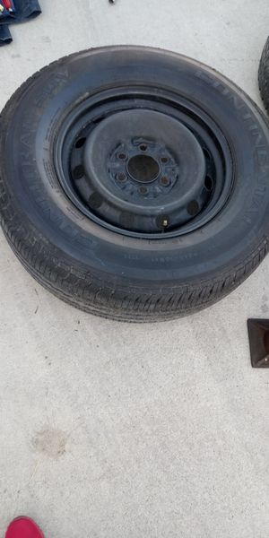 Like new Tire! Amazing Tread! P265 / 70R17 = CONTINENTAL TRUCK TIRE! W/FREE JACK & 4 WAY LUG WRENCH! for Sale in Clovis, CA