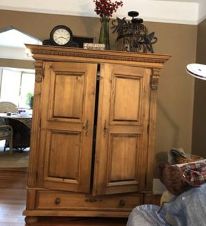 """Tv Armoire In excellent condition!!! Solid wood! dimensions: 46""""x 29 x 64 for Sale in Auburn Hills, MI"""